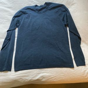 Metal vent tech long sleeve in large